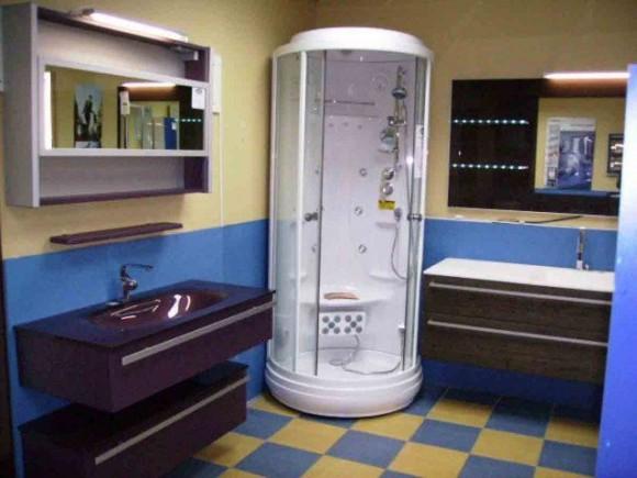 Душевая кабинка для маленькой ванной