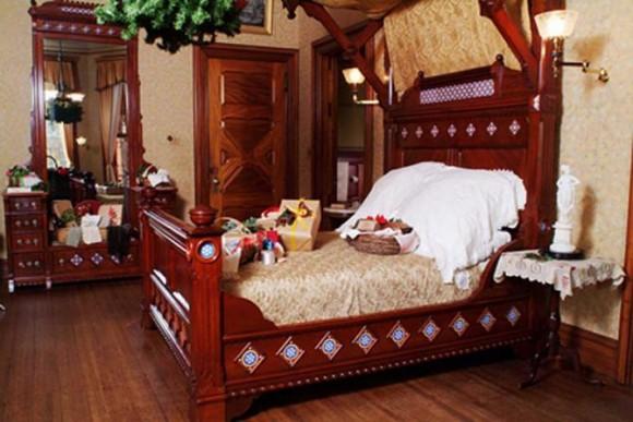 Спальная комната в готическом стиле