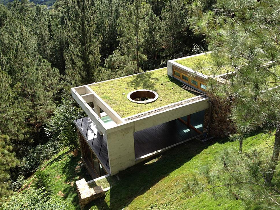 Особенности строительства домов на склонах