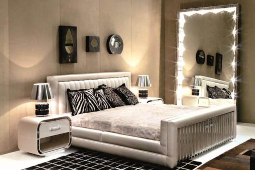Зеркало в спальне