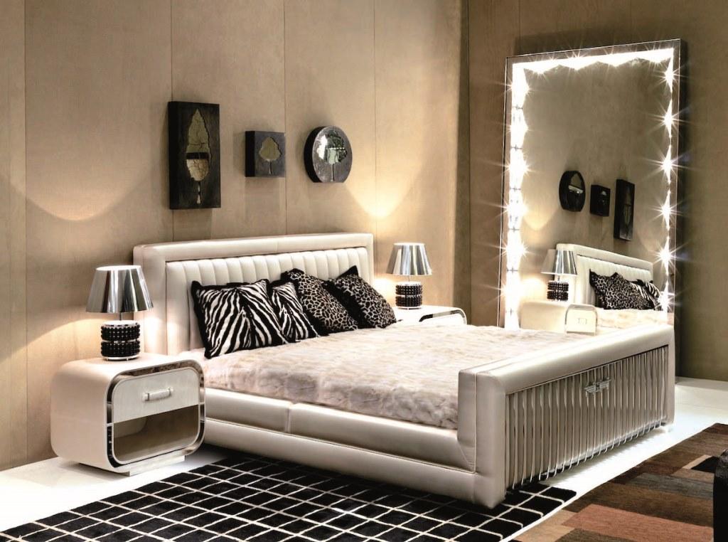 Зеркало в спальне. Где его место?