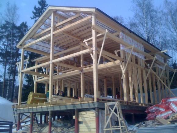 Строительство каркасного дома на склоне